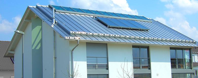 Metallverkleidung von gedecktem Dach (modern)